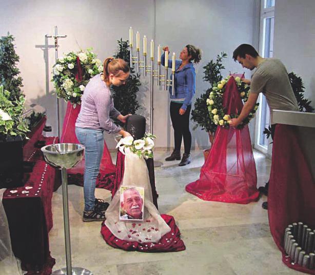 Bei einer Trauerfeier ist eine passende Dekoration für viele Menschen von großer Bedeutung Bild: Bundesverband Deutscher Bestatter