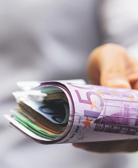 Mit ein wenig Recherche lässt sich beim Erwerb eine Menge Geld sparen Bild: Adobestock/vegefox.com