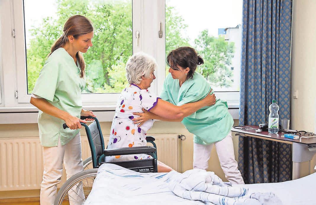 Eine Kurzzeitpflege kommt häufig nach einem Krankenhausaufenthalt zustande.