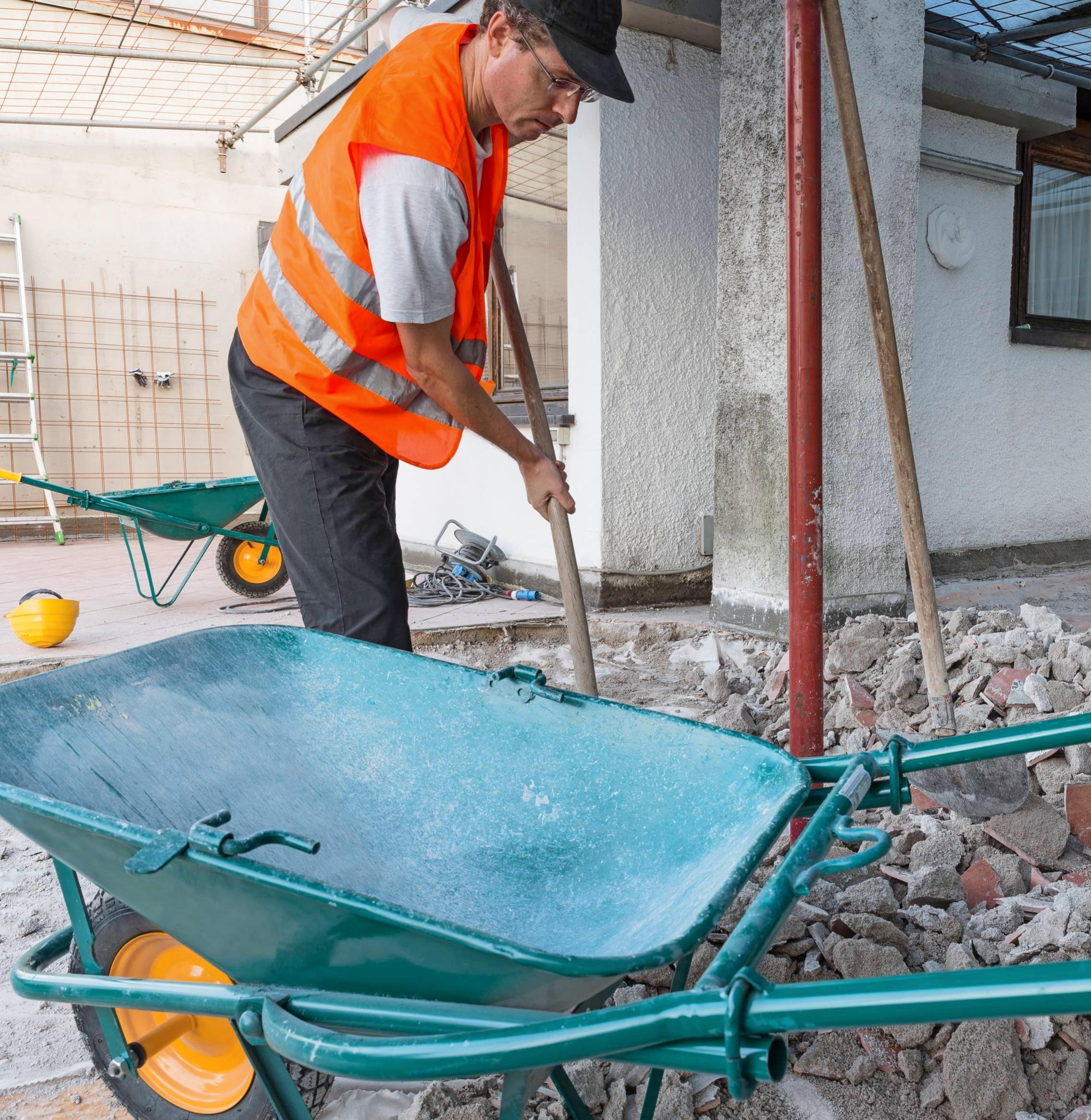 Den Bauschutt zu trennen, spart Geld. Zudem ist eine sortenreine Aufteilung sinnvoll, weil einige Materialien Schadstoffe enthalten. Foto: AleMasche72/stock.adobe.com
