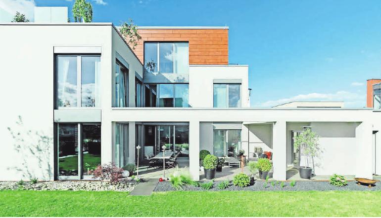 Moderne Architektur nutzt die Fenster als wesentliches Gestaltungselement. Foto: Bundesverband ProHolzfenster/Zöllner