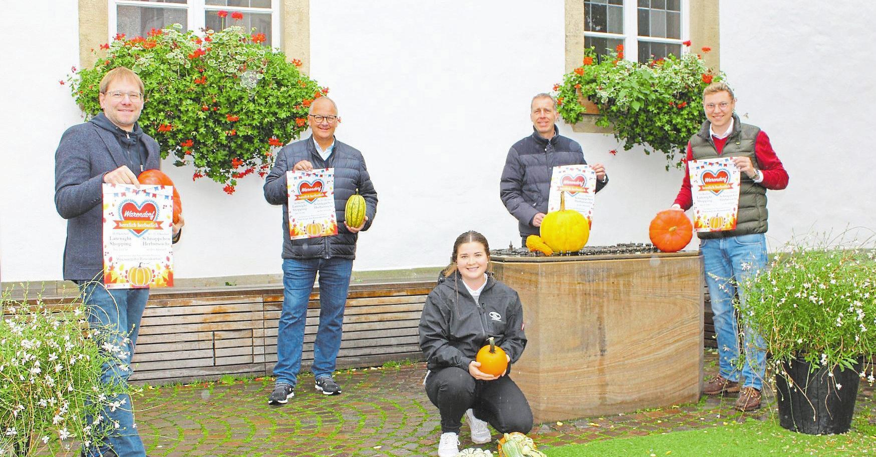 Freuen sich auf viele Besucher: Christoph Berger (v.l.), Heiner Kamp (beide WiWa), Johanna Austermann (Hofladen Austermann), Torsten Krumme (Stadt Warendorf) und Thorsten Büttner (WiWa).