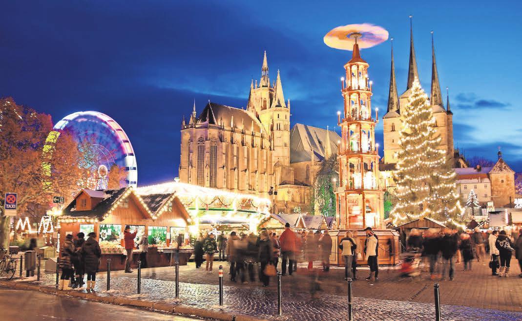 Die Haupt-Attraktionen des Erfurter Weihnachtsmarktes sind die festlich beleuchtete Weihnachtstanne, die Weihnachtskrippe mit handgeschnitzten, fast lebensgroßen Holzfiguren, die zwölf Meter hohe Original Erzgebirgische Weihnachtspyramide und der Adventskranz auf den Domstufen. Foto: Stadtverwaltung Erfuhrt