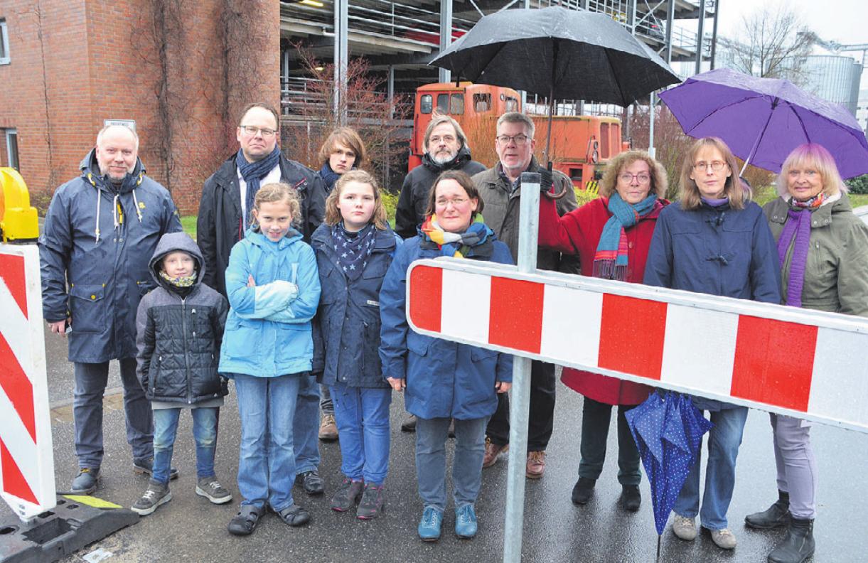 Anwohner und Politiker kritisierten die Umsetzung der Einbahnstraßenabsperrung im Hopfengarten.