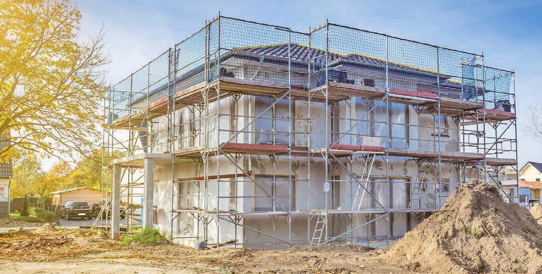 """Bei etablierten Bauträgern wird Sicherheit großgeschrieben. Sie bieten beispielsweise mit dem Bauschutzbrief ein """"Rundum-Sorglos-Paket"""" an, das auch die Sicherung der Baustelle beinhaltet. Foto: djd/Helma Eigenheimbau AG/DanBu.Berlin – stock.adobe.com"""