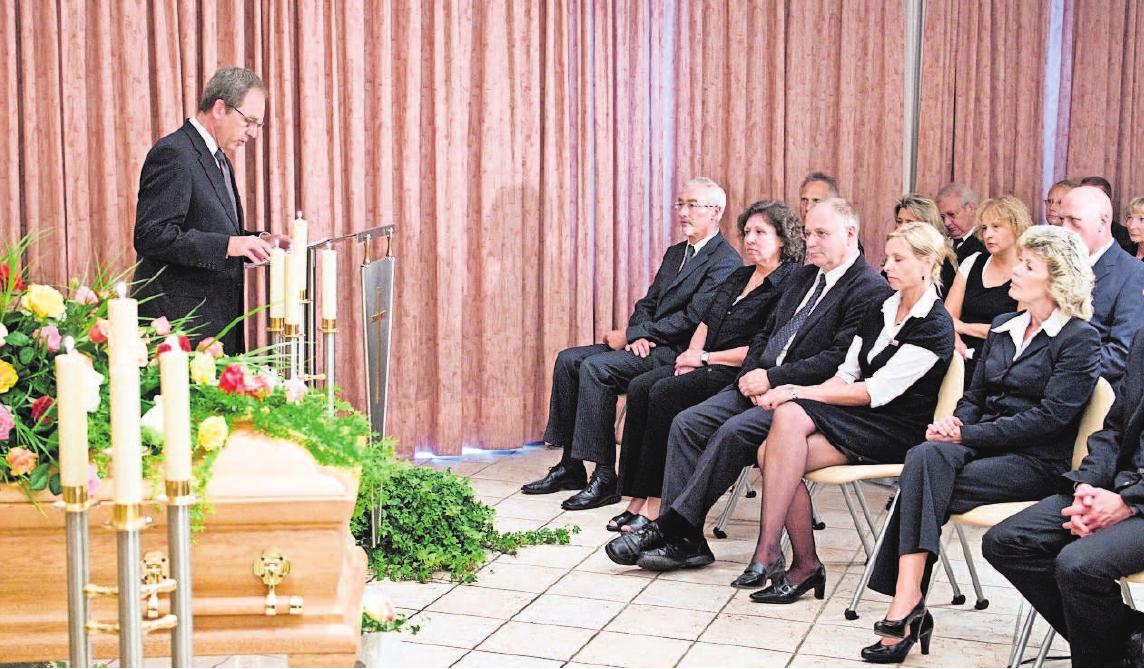 Die Rede über den Verstorbenen spielt meist eine besondere Rolle bei der Trauerbewältigung.