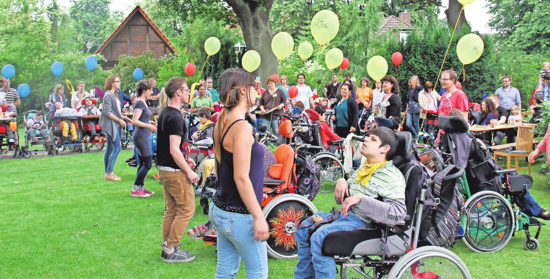 Die Bewohner*Innen des Kinder-Pflegeheims Mellendorf feiern Feste und leben zusammen.