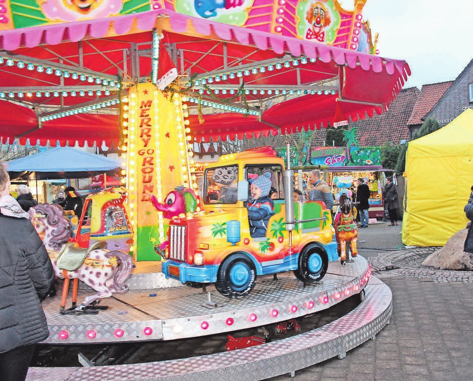 Ein Kinderkarussell darf auf dem Uetzer Weihnachtsmarkt nicht fehlen. Deswegen hat Ausrichter Benny Koch sich ein eigenes Karussell angeschafft.