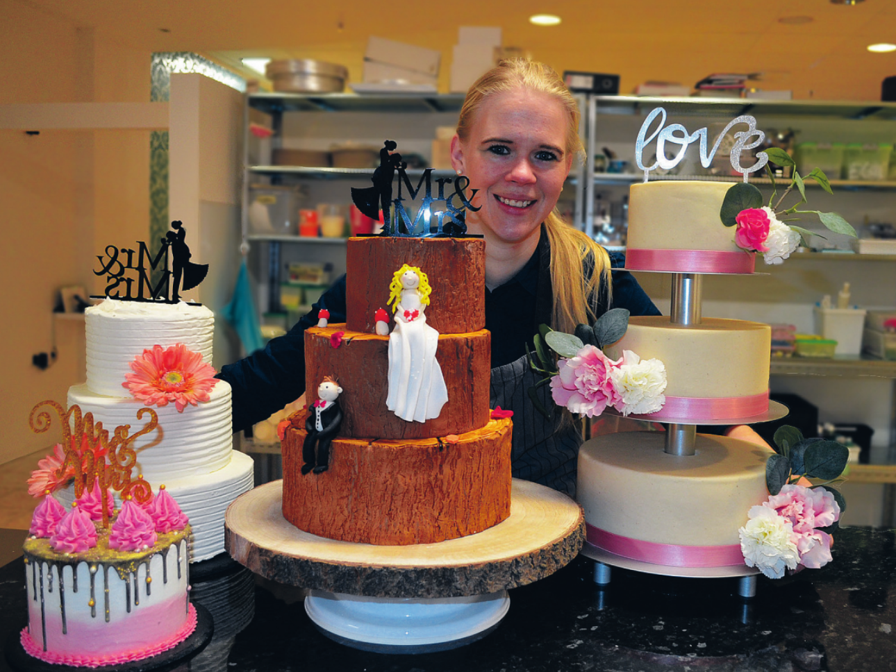 """Im November besuchte die junge Konditormeisterin Sarah Zimmermann das erste Mal die """"Cake International"""" in Birmingham und brachte zahlreiche neue Ideen mit nach Reinbek Fotos: Dörte Hoffmann"""