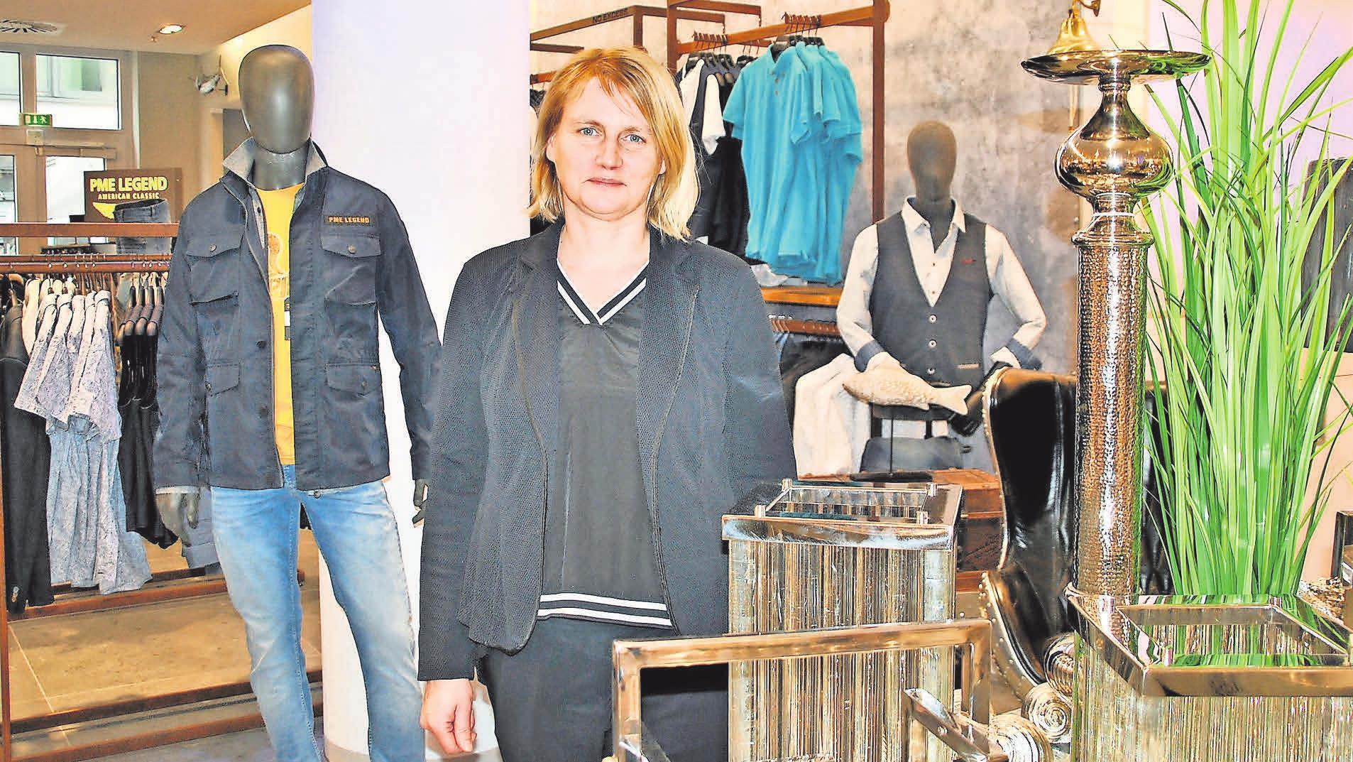 """Diane Nikolaus in dem neuen Geschäft """"Fliegende Fische 2.0"""" im Rostocker Hof. FOTO: ANETTE PRÖBER"""