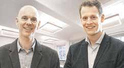"""HELFEN BEIM EINSTIEG in einen Handwerksberuf: die Ausbildungsvermittler Marco Scholz (l.) und Torsten Hoppe vom Projekt """"INa"""". Foto: Handwerkskammer Hamburg"""