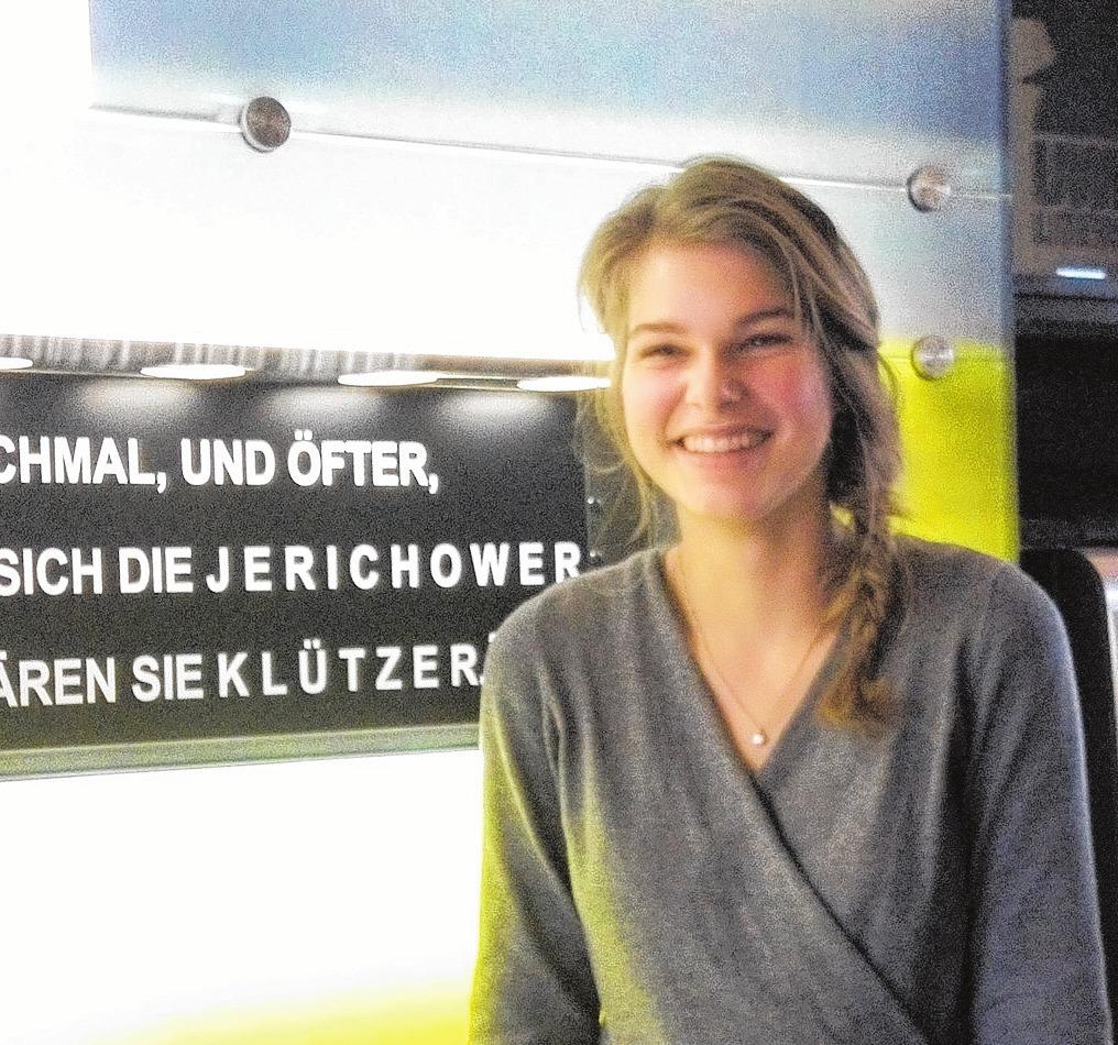 """Lena Djalek kommt von der Insel Usedom und absolviert zurzeit ein FSJ im Literaturhaus """"Uwe Johnson"""". Foto: p."""
