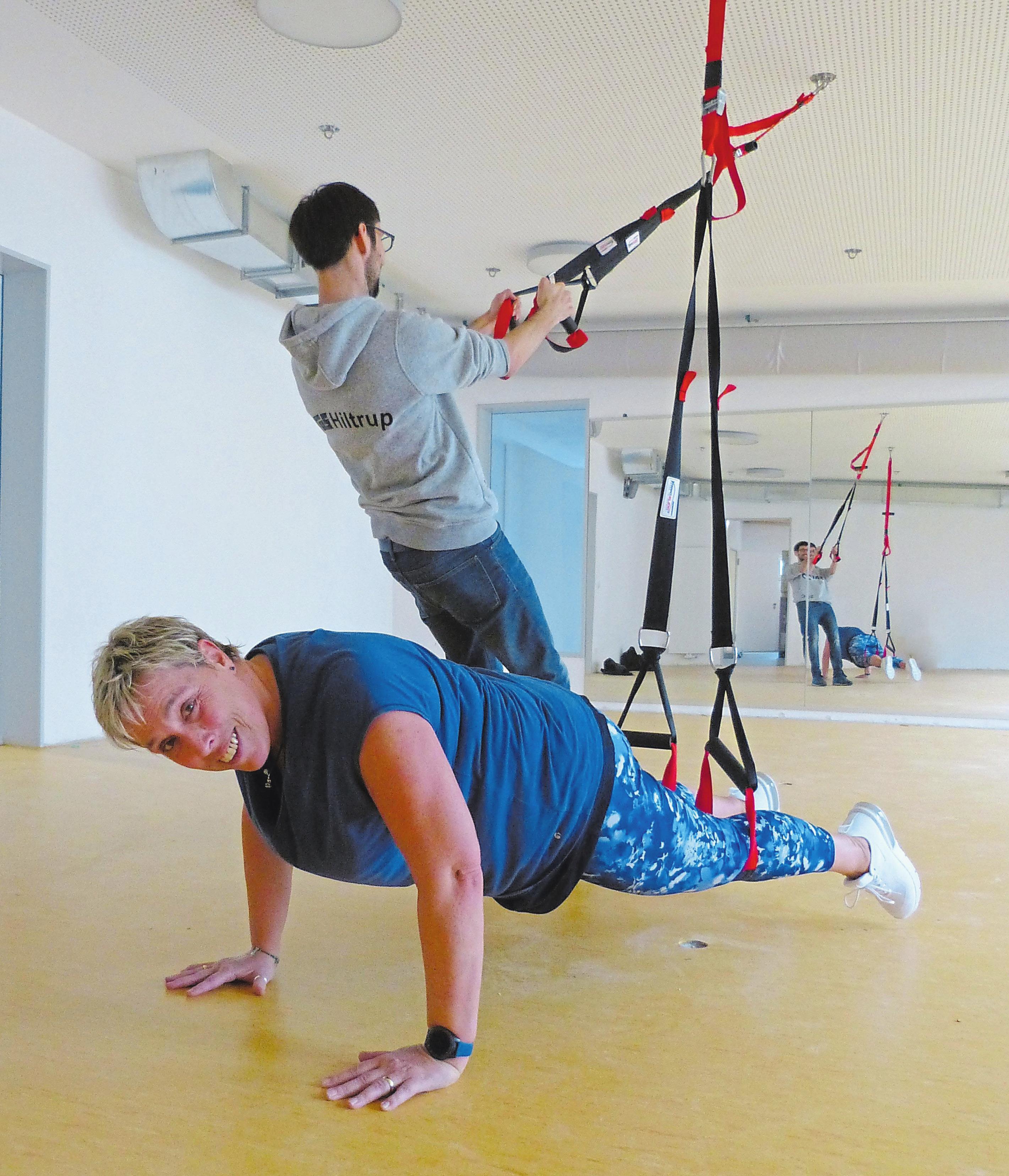 Schlingentraining, ein funktionelles Krafttraining mit dem eigenen Körpergewicht, wird künftig beim TuS angeboten. Foto: Jan-Philipp Jenke