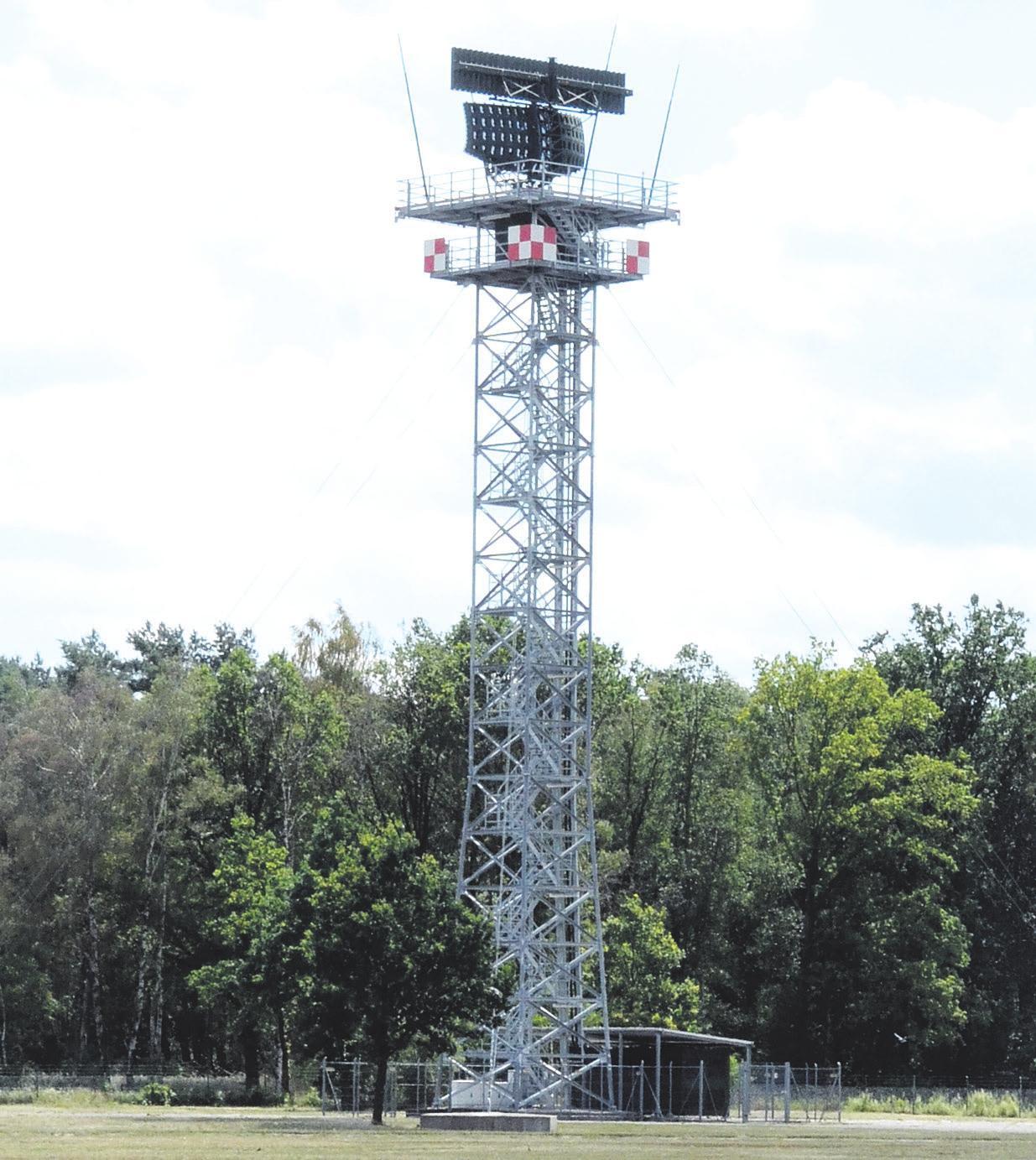Das neue Radar auf dem Turm ist im Vergleich zu seinem Vorgänger deutlich moderner und besitzt viele digitale Funktionen.