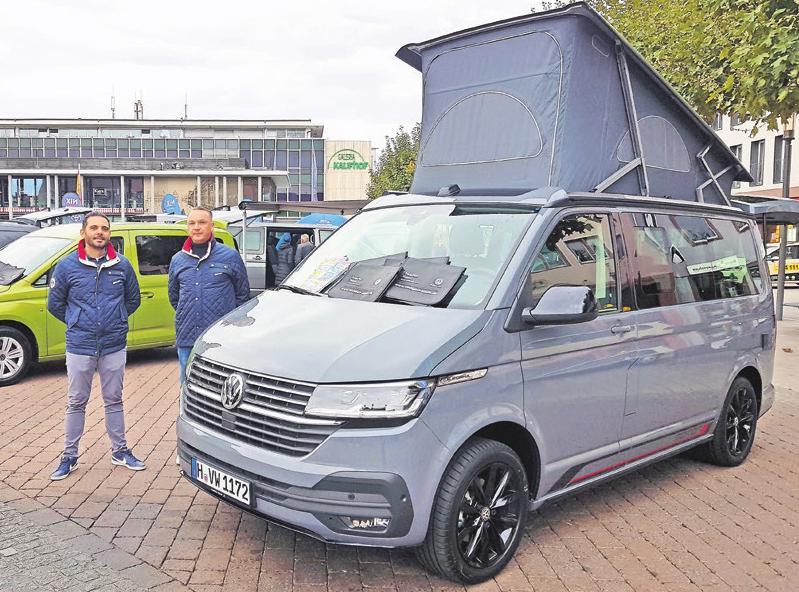 Komfortabler Camper: Der neue VW California am Stand des Autohauses Trade Port Hanau.