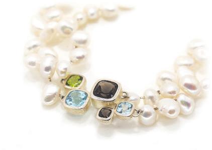 Halskette Perlen und Edelsteine kombiniert erzeugen diesen feinen und wertigen Look von Üppigkeit und selbstverständlicher Eleganz. Steinmix.