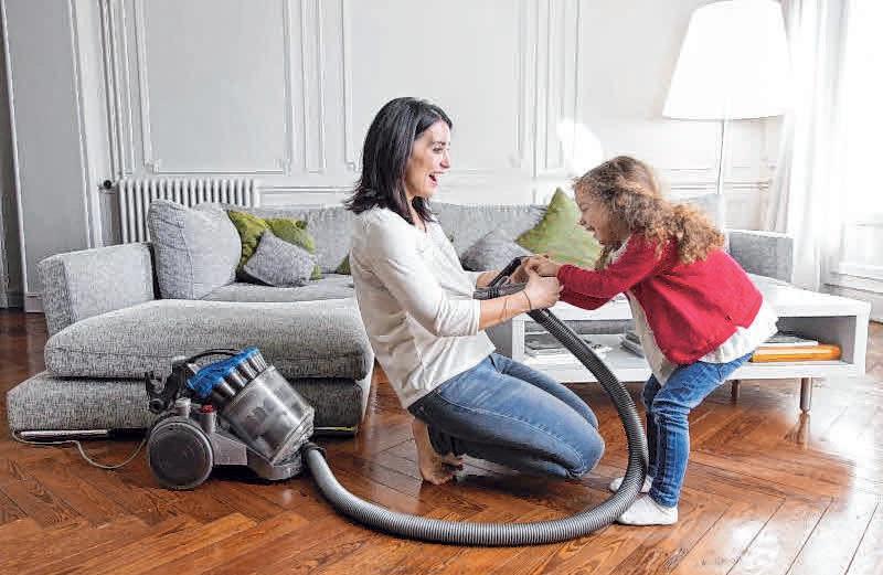Wenn Hausfrauen und Mütter für ihre Arbeit ordentlich bezahlt werden würden, bekämen sie ein Spitzengehalt. FOTOS: IMAGO / DPA