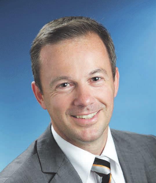 Versicherungsexperte Gerrit Siewert von der Volksbank BraWo erklärt, welche Versicherungen für Hausbesitzer wichtig und sinnvoll sind. Foto:Volksbank BraWo