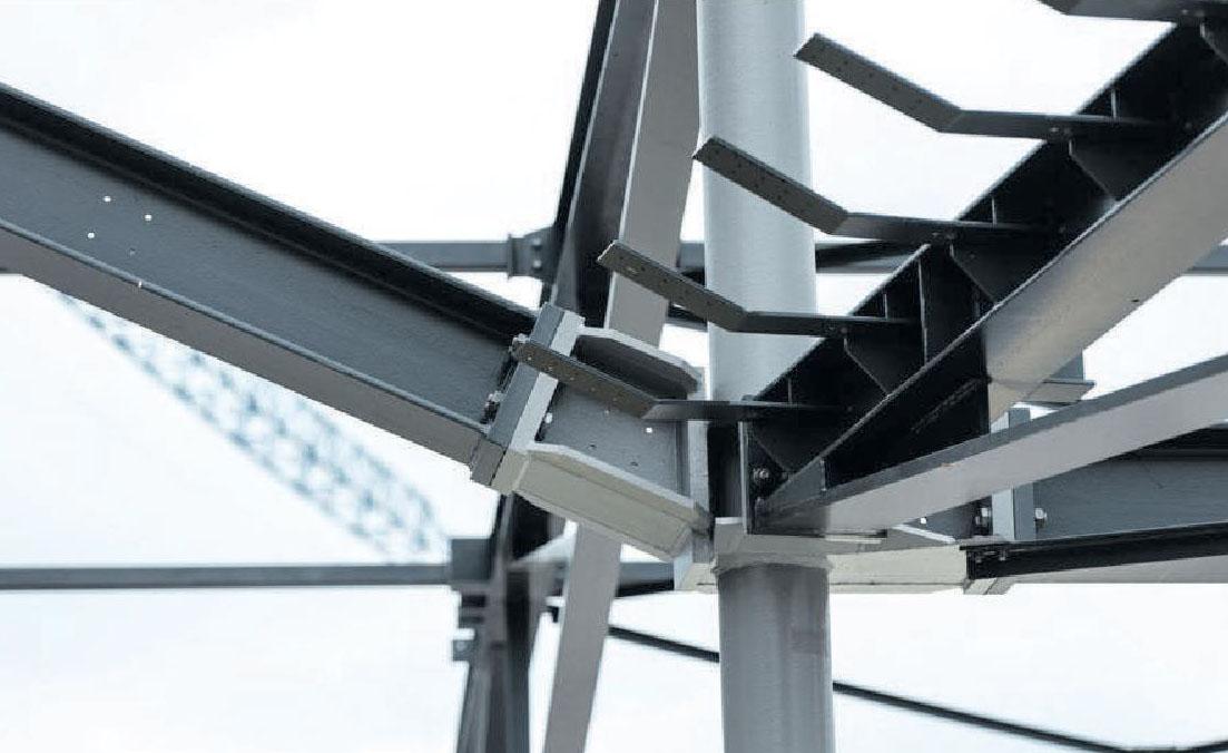 An der Verbindungsstelle muss alles passgenau sitzen – hier zeigt sich die individuelle Handwerkskunst im Stahlbau.