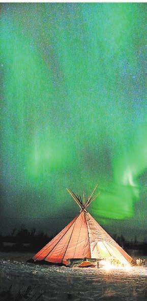 Faszinierende Polarlichter können Passagiere im Herbst in Norwegen beobachten.