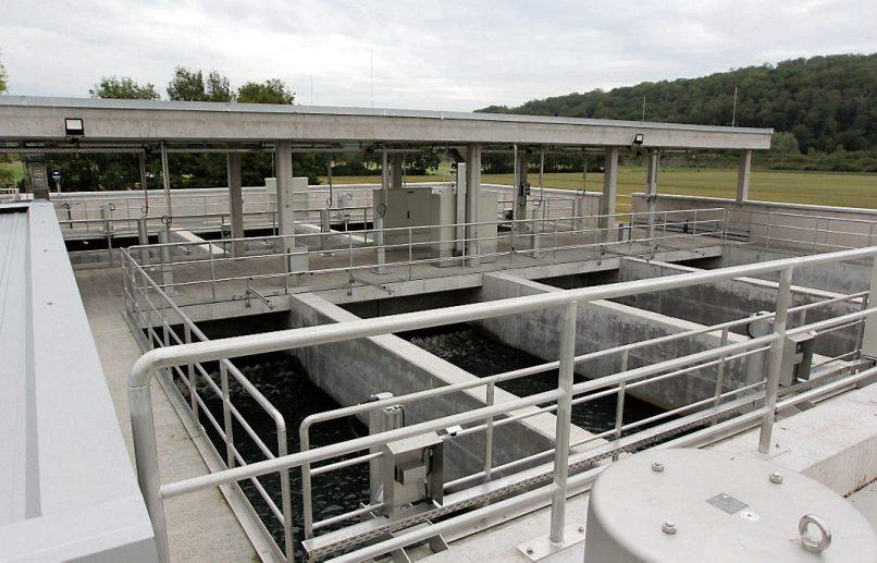 Der Neubau steckt voller Technik: In der vierten Reinigungsstufe des Tübinger Klärwerks werden auch Mikroschadstoffe und Medikamentenrückstände aus dem Abwasser gefiltert. Bilder: Uhland2