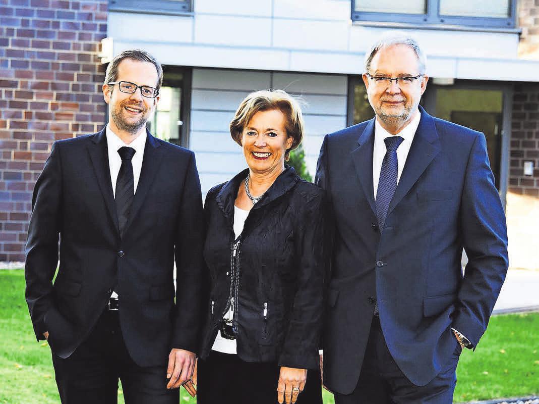 Begleiter für den letzten Weg (v.l.): Christian Paulsen, Petra Paulsen undJörg Paulsen. Foto: HFR