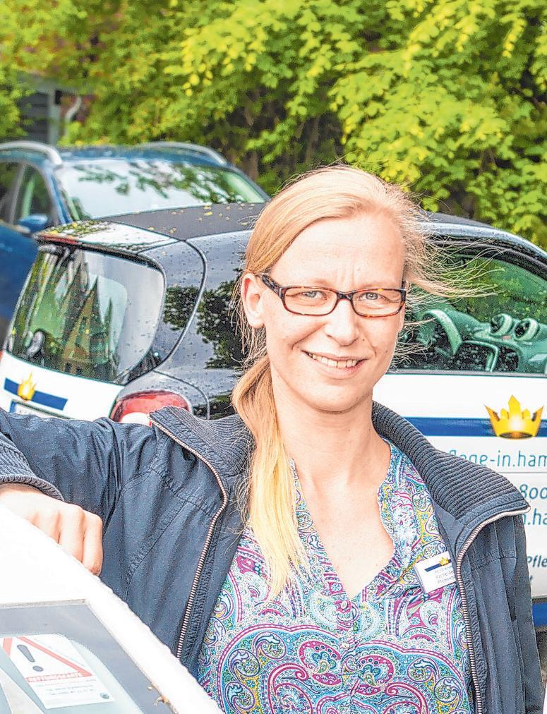 Yvonne Wegener und ihre Kollegen sind im Nordosten Hamburgs unterwegs – so wie früher die Gemeindeschwestern Foto Umsorgt wohnen