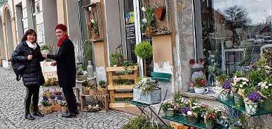 """Moderne Floristik und mehr gibt es bei Martina Behrendt in der Bahnhofstraße. Dort kann man sich nicht nur den """"Frühling für zu Hause"""" kaufen, sondern auch ganz tolle Oster-Blumenarrangemets."""