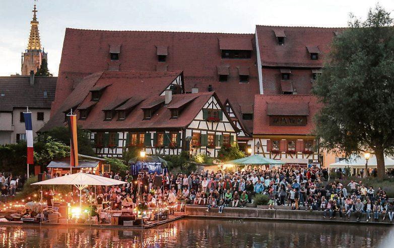 Urlaub vor der Haustüre: Das Rottenburger Neckarfest wartet auch bei der 44. Auflage mit einem abwechslungsreichen Programm für Jung und Alt auf. Archivbilder: Dunja Bernhard