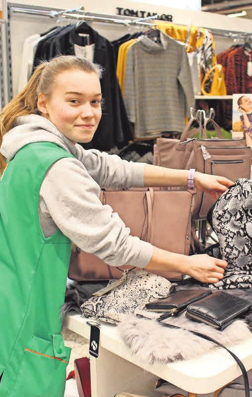 Anna Vetter, Abteilung Textilien, 1. Lehrjahr.