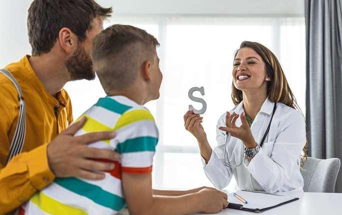 Kinder mit Sprachentwicklungsstörungen erhalten eine individuell angepasste Behandlung. Defizite können häufig schnell aufgeholt werden. FOTO: GETTY IMAGES