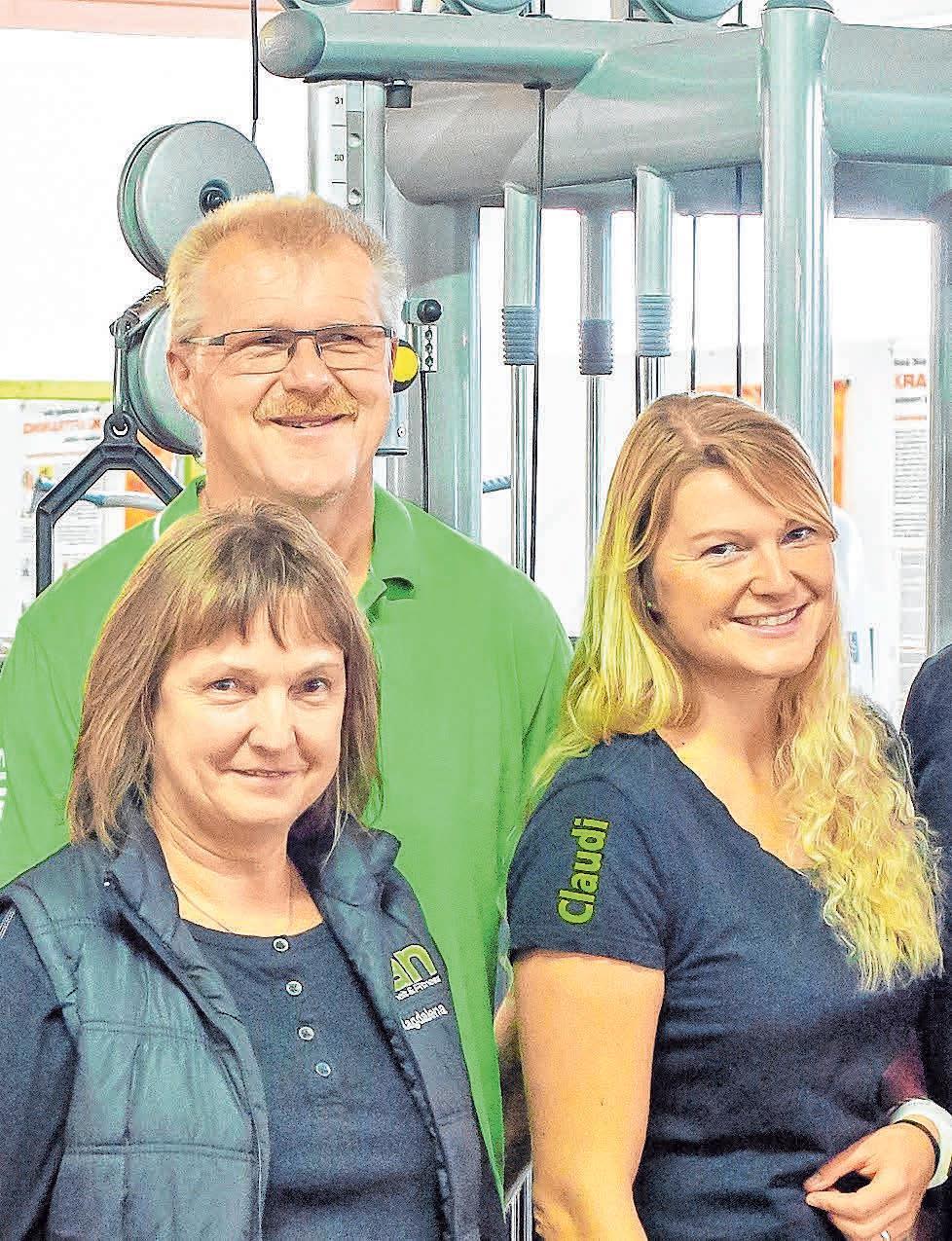 Claudia Heinzelmann mit ihren Eltern Hans und Magdalena.FOTO: MICHAEL BLEESER