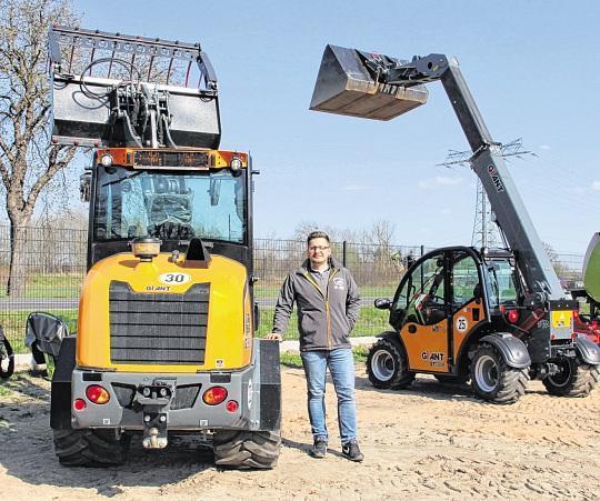 Verkaufsberater Jan Wilhelmi kennt sich aus mit Giant Hoftracs, Radlader und Teleskoplader. FOTOS: MARINA LENTH