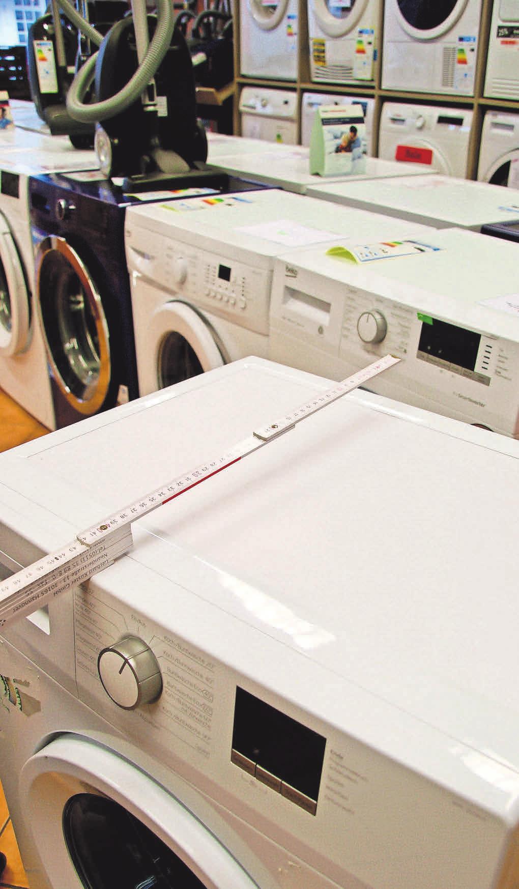 Praktische Küchenhelfer auf drei Etagen: Die Elektro-Fundgrube in der Königstraße nimmt Aufmaß vor Ort und passt Küchengeräte exakt ein.