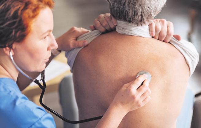 Bei Problemen mit der Atmung sollte ein Arzt abklären, was die Ursache dafür ist. Foto:zinkevych/stock.adobe.com