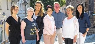 Das Team der von Zweydorff Steuerberatungsgesellschaft mbH mit Geschäftsführerin Regina von Zweydorff (2.v.re.)
