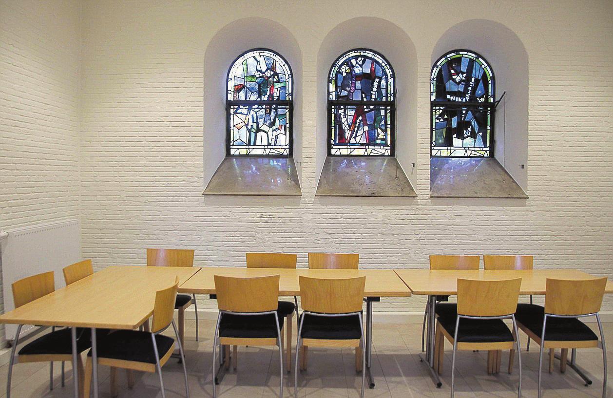 Die alten Kirchenfenster verleihen den Räumlichkeiten einen ganz besonderen Charme.