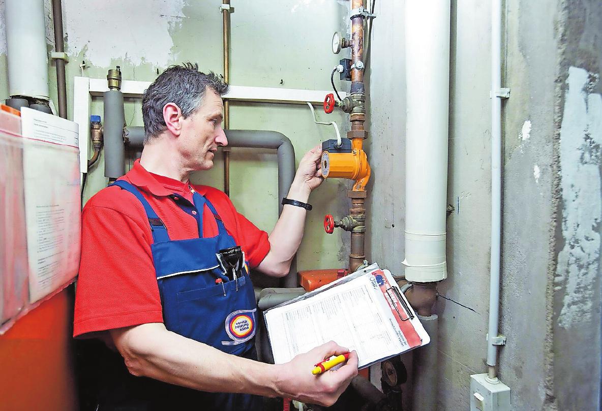 Die standardisierte Prüfung durch den Heizungsbauer umfasst alle Komponenten. FOTO: DJD/ZVSHK