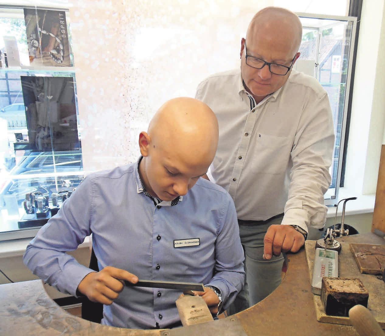 In der Werkstatt der Goldschmiede Gold-Graeber entstehen schöne Schmuckstücke.