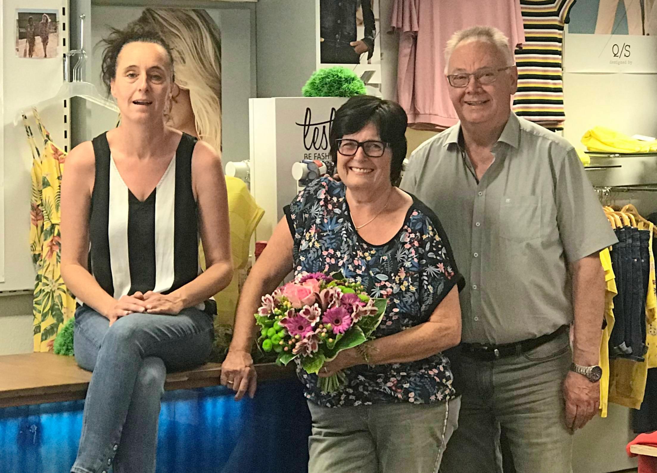 Holzhäuer feiert 70. Geburtstag – und mit ihm die beiden Seniorchefs Rosemarie und Alfred. Links Juniochefin Sylvia Rauschmaier. Foto: privat