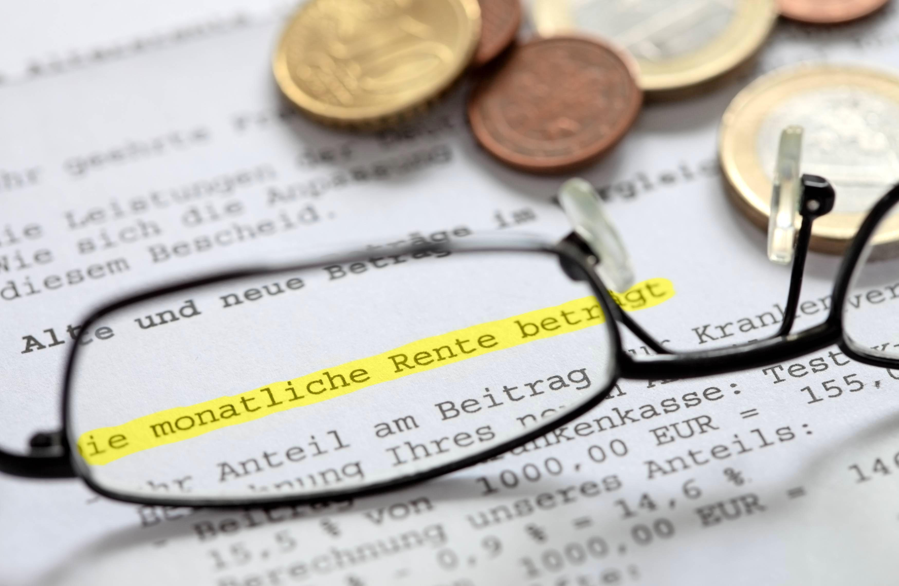 Die Renteninformation enthält wichtige Hinweise zur Absicherung im Alter. Die Berechnung basiert auf den aktuell erworbenen Anwartschaften. Foto: fovito/stock.adobe.com