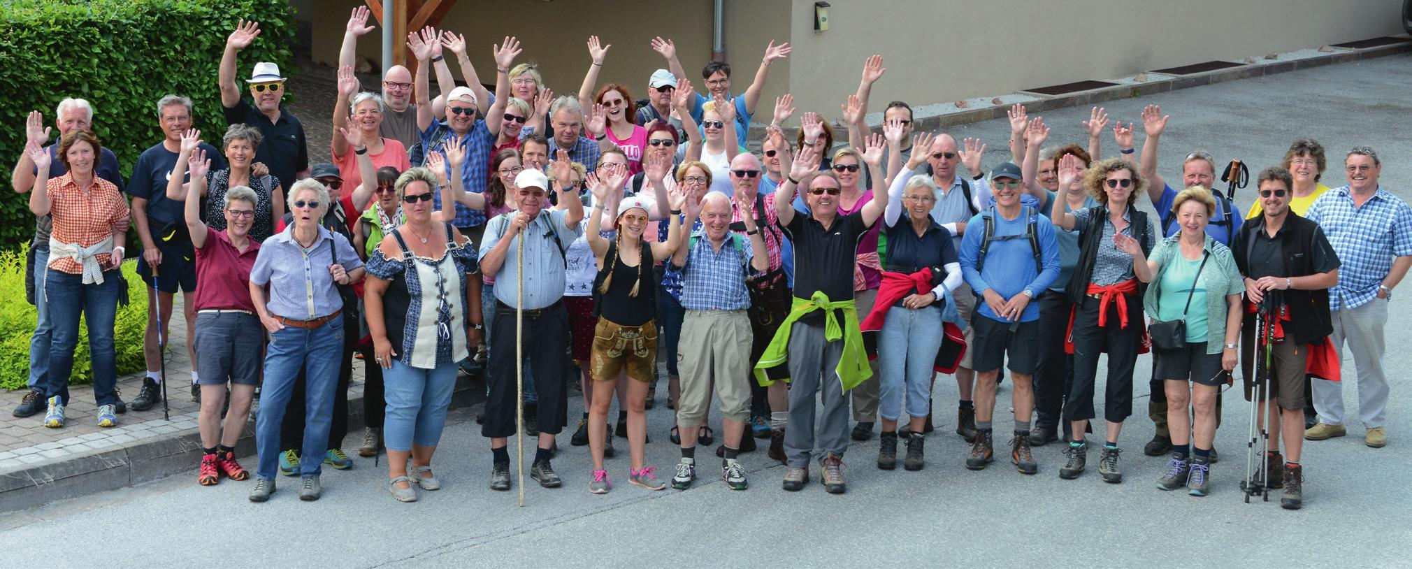 Die Jubiläumsgäste und das Team feierten am Donnerstag außer Haus: Sie machten sich auf den Weg zur Siller Alm. © DER GREIL**** Wein & Gourmethotel | Markus Kaltenböck (8)