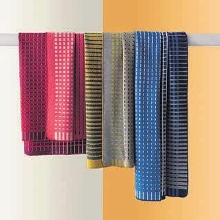Die Plaids «Romboo» von Pode bestechen durch aussergewöhnliches Design und hochwertige Materialien. Bild: PD