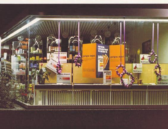 So sah das Eröffnungsschaufenster der schloss apotheke 1971 aus. FOTOS: PRIVAT