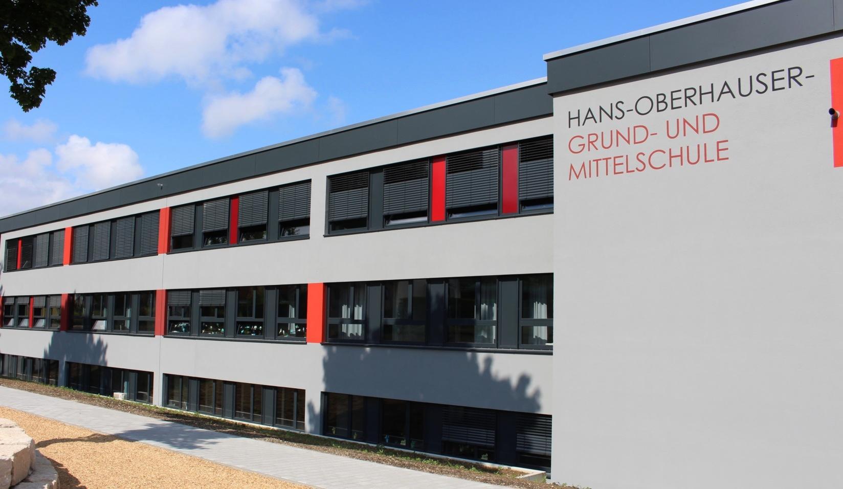 Auf den neuesten Stand wurde die Grund- und Mittelschule in Reichertshausen nach der Generalsanierung gebracht. Fotos: Diaw