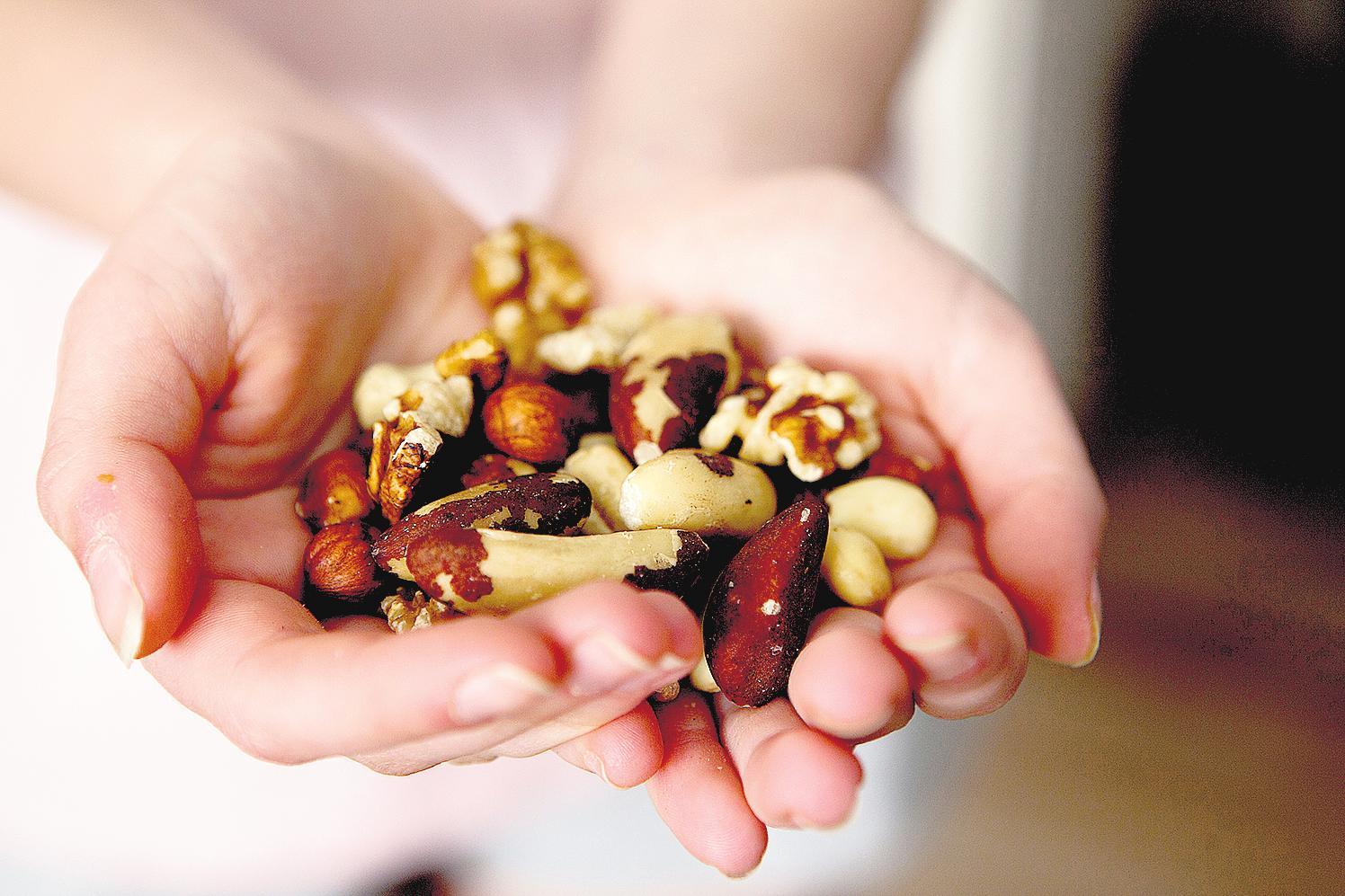 """Nüsse beinhalten die sogenannten """"guten"""" Fette. FOTOS: DPA"""