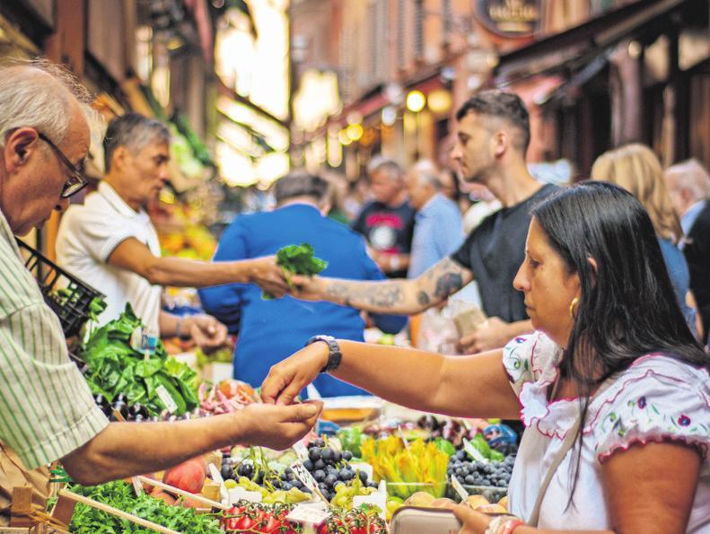 Wer auf Fernreisen in tropischen Ländern Obst oder Gemüse kauft, sollte es nur gekocht, geschält oder gewaschen essen. FOTO:UNSPLASH/GARY BUTTERFIELD
