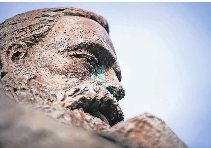 Friedrich Engels - überkommene Statue oder auch heute noch relevant für gesellschaftspolitische Diskussionen? Das diskutiert Unital. Foto: dpa