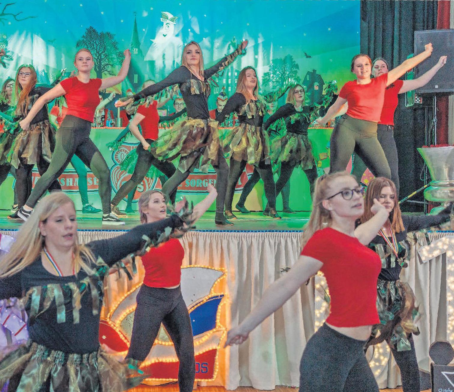 Wenn junge Damen mit gekonnten Tänzen begeistern, dann ist Karneval in Sievershausen.
