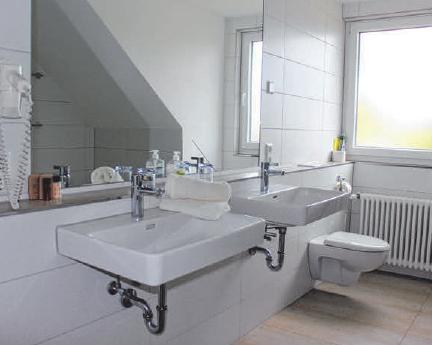 Außerdem verfügen die Ferienwohnungen über große und moderne Bäder mit (Regen-) Dusche, Haartrocknern, Handtüchern und WC.